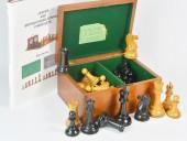 REF1821 Jaques Club Size Staunton Chessmen & Box.